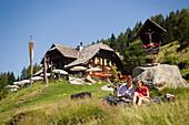 Couple having a picnic near the Lammersdorfer Hut 1650 m, Lammersdorf near Millstatt, Carinthia, Austria
