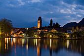 Blick auf Unterseen bei Nacht, Interlaken, Berner Oberland, Kanton Bern, Schweiz