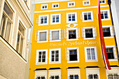 Mozart's birthplace in the Getreidegasse, Wolfgang Amadeus Mozart was born here on January 27, 1756, today the rooms once occupied by the Mozart family house a museum, Salzburg, Salzburg, Austria, Since 1996 historic centre of the city part of the UNESCO