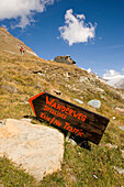 Signpost for a hiking trail along Stellisee to the Alpine hut Fluhalp, Zermatt, Valais, Switzerland