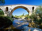 Pont Julien, Roman stone bridge, Calavon River, near Bonnieux, near Apt, Luberon Valley, Vaucluse, Provence, France, Europe