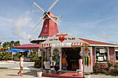 Souvenierladen vor holländischer Windmühle, Aruba, ABC-Inseln, Niederländische Antillen, Karibik