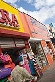 Bunte Ladenfassaden in Oranjestad, Aruba, ABC-Inseln, Niederländische Antillen, Karibik