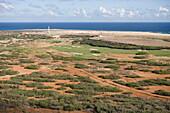 Luftaufnahme vom Tierra del Sol Golfplatz und dem California Lighthouse, Aruba, ABC-Inseln, Niederländische Antillen, Karibik