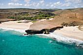 Luftaufnahme vom Dos Playa Beach and der Ostküste von Aruba, ABC-Inseln, Niederländische Antillen, Karibik