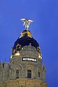 Gran Via mit Metropolis at night, Madrid, Spain