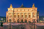 Oper Garnier abends, Aussenaufnahme, Paris