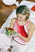 Frau isst exotische Früchte, Food, Gesundheit, Abnehmen