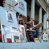 Maler in Florenz, Toskana, Italien, Uffizien, Bilder, Kunst, Straßenleben, einäugig, Augenklappe, in Abeit vertieft, Tourismus, Reise, Sehenswürdigkeit, Einnahmequelle