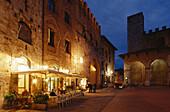 Sidewalk Café, Piazza Duomo, San Gimignano, Tuscany, Italy