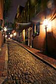 A cobbled street in the evening light, Acorn Street, Historic Beacon Hill, Boston, Massachusetts, USA