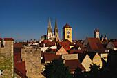 Türme und Dächer der mittelalterlichen Altstadt von Regensburg, Oberpfalz, Bayern, Deutschland