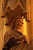 Gotische Skulptur eines Engels im Dom Sankt Peter, Regensburg, Oberpfalz, Bayern, Deutschland