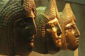 Antike römische Turniermasken im orientalischen Stil im Gäubodenmuseum Straubing, Niederbayern, Bayern, Deutschland