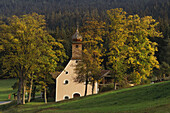 Chapel in autumn, near Grafenwiesen, Bavarian Forest, Upper Palatinate, Bavaria, Germany
