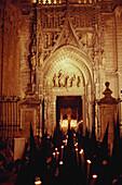 Procezession vor Kathedrale von Seville, Bruderschaft San Bernado, Cofradia San Bernardo, Karwoche, Semana Santa, Sevilla, Andalusien, Spanien