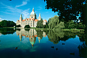 New Town hall with lake Maschsee, Hannover, Lower Saxony, Germany