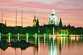 View over lake Maschsee to city hall in dusk, Hanover, Lower Saxony, Germany