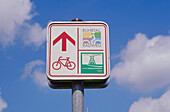 Sign post for a cycle path, Ruhr Valley, Ruhr, North Rhine Westphalia, Germany