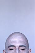 30-35 Jahre, 30-40 Jahre, 35-40 Jahre, Eine Person, Eins, Erwachsene, Erwachsener, Farbe, Geschlossen, Geschlossene Augen, Gesicht, Gesichter, Hälfte, Hälften, Innen, Mann, Männer, Männer (nur), Männlich, Meditation, Mensch, Menschen, Nachdenken, Nahaufn