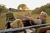 Park ranger Ryan Kewley. Game drive in the Phinda private park. Kwazulu-Natal province. South Africa