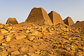 Meroe, city of ancient Cush (Kush) on the East Bank of the Nile: Meroe necropolis has more than 200 pyramids, the meroitic civilization followed Napata era starting from 270 BC. Upper Nubia, Blue Nile state, Sudan
