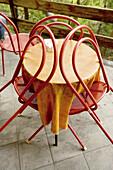Aufgestützt, Aufstützen, Außen, Bereit, Farbe, Freizeit, Kneipe, Kneipen, Konzept, Konzepte, Leer, Niemand, Restaurant, Restaurants, Rot, Straßencafe, Stuhl, Stühle, Tageszeit, Terrasse, Terrassen, Tisch, Tischdecke, Tischdecken, Tische, D56-436059, agef