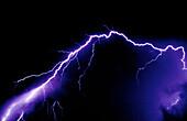 Außen, Blitz, Blitze, Donner, Dunkel, Dunkelheit, Elektrisch, Elektrizität, Energie, Farbe, Horizontal, Kraft, Licht, Macht, Meteorologie, Nacht, Natur, Naturerscheinung, Strom, Sturm, Stürme, Wetter, Wut, Zündung, E58-158850, agefotostock