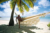 Adult, Adults, Beach, Beaches, Calm, Calmness, Caucasian, Caucasians, Chill out, Chilling out, Coast, Coastal, Color, Colour, Contemporary, Daytime, Exterior, Female, Full-body, Full-length, Hammock, Hammocks, Heavenly, Holiday, Holidays, Horizontal, Hum