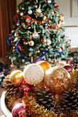 Ball, Balls, Basket, Baskets, Celebrate, Celebrating, Celebration, Celebrations, Christma baubles, Christmas, Christmas bauble, Christmas decoration, Christmas decorations, Christmas ornament, Christmas ornaments, Christmas tree, Christmas trees, Color,