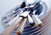 Clean, Close up, Close-up, Closeup, Color, Colour, Concept, Concepts, Cutlery, Dish, Dishes, Fork, Forks, Heap, Heaped, Horizontal, Indoor, Indoors, Inside, Interior, Knife, Knives, Object, Objects, Pile, Piled up, Piles, Plate, Plates, Restaurant, Resta