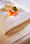 Bar of soap, Bars of soap, Bath-salts, Beauty, Beauty Care, Clean, Close up, Close-up, Closeup, Color, Colour, Concept, Concepts, Feminine, Hygiene, Indoor, Indoors, Interior, Object, Objects, Smooth, Soap, Still life, Thing, Things, Towel, Towels, Verti