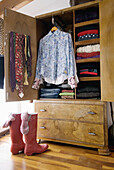 Arrangement, Closet, Closets, Clothes, Color, Colour, Concept, Concepts, Contemporary, Detail, Details, Drawer, Drawers, Floor, Floors, Footgear, Footwear, Garment, Garments, Hang, Hanging, Indoor, Indoors, Interior, Order, Parquet, Room, Rooms, Rubber b
