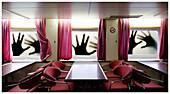Falle, Fallen, Farbe, Fenster, Hand, Hände, Innen, Leer, Menschenleer, Niemand, Schild, Schilder, Seltsam, Stuhl, Stühle, Surrealismus, Surrealistisch, Tisch, Tische, Traum, Träume, Traumhaft, Verbot, Verbote, B75-643218, agefotostock