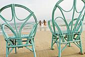 side, Beaches, Best friends, Bond, Bonding, Bonds, Caucasian, Caucasians, Chair, Chairs, Chill out, C