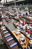 Tourists and vendors with their boats, Floating Market, Damnoen Saduak, Bangkok, Thailand, Asia