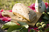 Aliment, Aliments, Bread, Bread cutting board, Bread cutting boards, Color, Colour, Daytime, Exterior, Food, Foodstuff, Gastronomy, Nourishment, Outdoor, Outdoors, Outside, Produce, Product, Products, Still life, Table, Tables, D37-571796, agefotostock