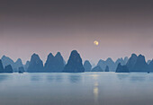 View from a Chinese junk, Halong Bay, Halong Bay, Vietnam, Indochina, Asia
