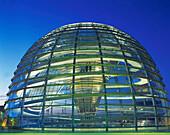 D-Berlin Reichstagsgebaeude Kuppel , Dachterasse, Daemmerung