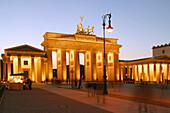 Berlin, Pariser Platz, Brandenburger Tor, Daemmerung