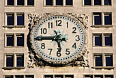 Public clock, Metropolitan Life Insurance Tower. Manhattan, New York City, USA