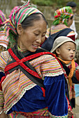 Vietnam. North Vietnam. Bac Ha area. Sunday market at Lung Phin. Flower Hmong ethnic group.