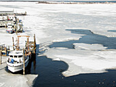 Cold, Coldness, Color, Colour, Daytime, Exterior, Frozen, Harbor, Harbors, Harbour, Harbours, Horizontal, Ice, Outdoor, Outdoors, Outside, Port, Ports, Sea, Ship, Ships, Vessel, Vessels, View from above, F40-309345, agefotostock