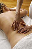 Activity, Adult, Adults, Back, Back view, Backs, Body care, Caucasian, Caucasians, Chill out, Chilling out, Color, Colour, Female, Half-naked, Hand, Hands, Health, Health care, Healthcare, Human, Lying down, Massage, Massages, Massaging, Medium-shot, Pai
