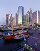 South Street seaport, downtown, Manhattan, New York, USA.