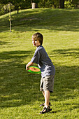 Frisbee, Frisbees, Full-body, Full-length, Game, Games, Gesture, Gestures, Gesturing, Grass, Human
