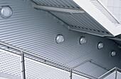 Architektur, Aussen, Außen, Farbe, Geländer, Horizontal, Metall, Niemand, Tageszeit, Treppe, Treppen, G64-211715, agefotostock