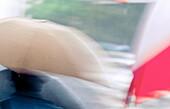 Abstrakt, Außen, Bewegung, Detail, Details, Farbe, Hintergrund, Hintergründe, Horizontal, Konzept, Konzepte, Nahaufnahme, Nahaufnahmen, Nass, Regen, Regenschirm, Regenschirme, Schirm, Schirme, Schutz, Städtisch, Tageszeit, Unscharf, Verwirrt, Verwirrung,
