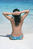 Adult, Adults, Alone, Back view, Beach, Beaches, Blue, Chill out, Chilling out, Clear, Color, Colour, Contemporary, Daytime, Exterior, Female, Gesture, Gestures, Gesturing, Holiday, Holidays, Human, Leisure, Limpid, One, One person, Outdoor, Outdoors, Ou