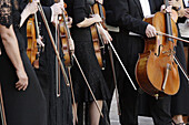 Waiting musicians. Ratisbone (Regensburg), Upper Palatinate, Bavaria, Germany, Europe